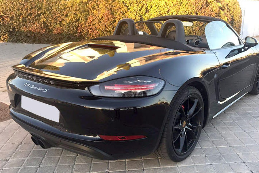 Rent a car Porsche 718 Boxter S
