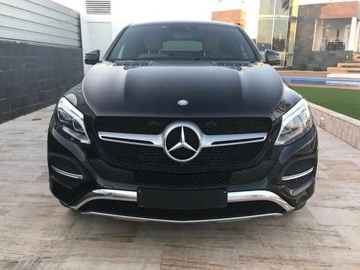 Vista frontal Mercedes GLE 350d